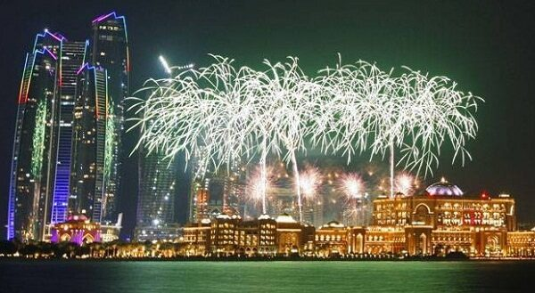 emirates-palace-abu-dhabi-new-years-eve-fireworks-the-luxe-diary