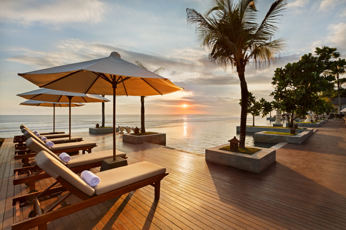 Infinity Pool - Sunset View | The Seminyak Beach Resort & Spa: A Tropical Island Getaway with Family this Ramadan and Eid-Al-Fit | The Luxe Diary